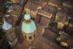 波隆纳顶上的城市视图在意大利 免版税库存图片