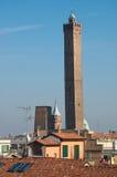 波隆纳,意大利二个塔。 更高一个称A 库存图片