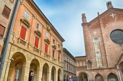 波隆纳,意大利:都市建筑学在市中心 库存照片
