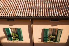 波隆纳,意大利- 2017年10月:全视图城市街道和波隆纳的中世纪中心 库存图片