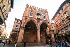 波隆纳,意大利- 2017年10月:全视图城市街道和波隆纳的中世纪中心 免版税库存照片