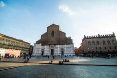 波隆纳,意大利- 2017年10月:全视图城市街道和波隆纳的中世纪中心 免版税图库摄影