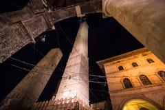 波隆纳,意大利- 2017年10月:夜街道的看法在老城波隆纳,意大利 图库摄影