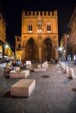 波隆纳,意大利- 2017年10月:夜街道的看法在老城波隆纳,意大利 库存照片