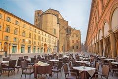 波隆纳-广场有Dom或圣Petronio教会的Galvani广场在星期日早晨。 免版税库存图片