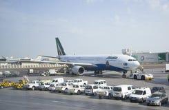 波音737下个Gen喷气航空公司在阿布扎比 库存照片