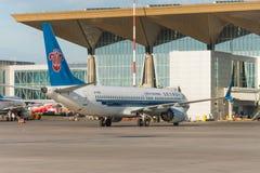 波音737-8南部最大的中国,机场普尔科沃,俄罗斯圣彼德堡 2018年6月02日 图库摄影