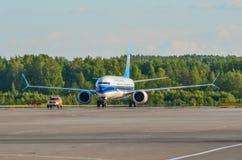 波音737-8南部最大的中国,机场普尔科沃,俄罗斯圣彼德堡 2018年6月02日 免版税库存图片