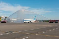 波音737-8南部最大的中国,遇见飞机模型的一个新型,水曲拱 机场普尔科沃,俄罗斯圣彼德堡 02 库存图片