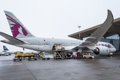 波音787卡塔尔航空航空公司,机场普尔科沃,俄罗斯,圣彼德堡2017年12月19日 免版税库存图片