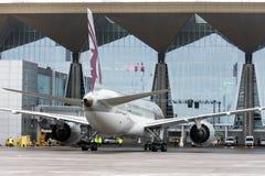 波音787卡塔尔航空航空公司,机场普尔科沃,俄罗斯,圣彼德堡2017年12月19日 图库摄影