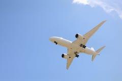 波音787喷气机着陆 库存图片