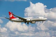 波音737从跑道离开 免版税图库摄影