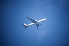 波音777-300, HS-TKB泰国空中航线TG103  免版税图库摄影
