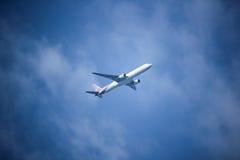 波音777-300, HS-TKB泰国空中航线TG103  免版税库存图片