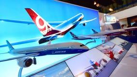 波音787-10 Dreamliner和777x模型在新加坡Airshow 免版税图库摄影
