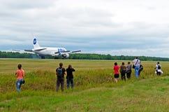 波音767 Utair,机场Roschino,俄罗斯秋明州2012年8月02日 免版税库存图片