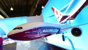 波音777x新的长距离航空器模型在显示的在新加坡Airshow 免版税库存照片