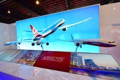 波音777x新的长距离航空器模型在显示的在新加坡Airshow 免版税库存图片