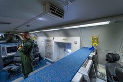 波音E-3A哨兵AWACS无线电情报的操作员的地点  图库摄影