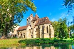 波滕多夫城堡和哥特式教会废墟在艾森斯塔特附近 库存图片