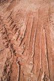 泥和轮胎轨道 免版税图库摄影