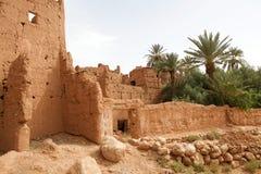 泥安置巴巴里人村庄废墟 库存图片