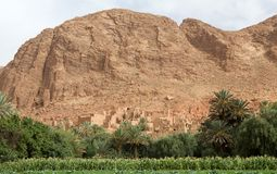 泥安置巴巴里人村庄横向 免版税库存照片
