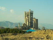 水泥工厂好的视图 免版税库存照片