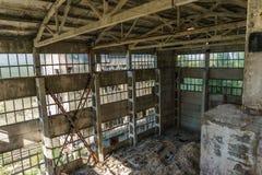 水泥工厂被放弃的大厦 库存图片
