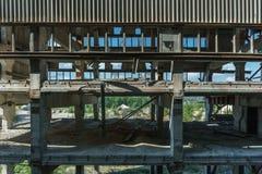 水泥工厂被放弃的大厦 图库摄影