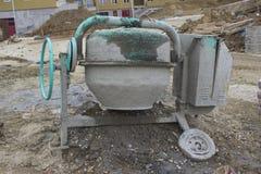 水泥搅拌车机器 免版税库存照片
