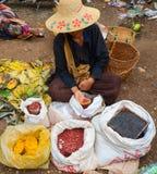 泥河,缅甸, 2016年9月12日:地方市场在泥河,掸邦,缅甸 库存照片
