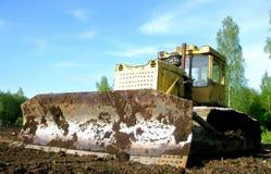 泥泞的推土机刀片 免版税库存照片