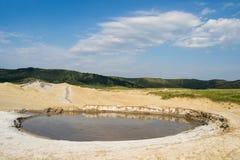 泥泞的火山火山口 免版税图库摄影