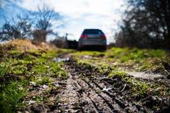 泥泞的路由泥阻拦 免版税库存照片