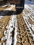 泥泞的路轮胎跟踪 免版税库存图片