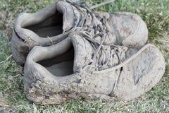 泥泞的鞋子 图库摄影