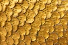 水泥波浪背景的金子纹理艺术  免版税库存图片