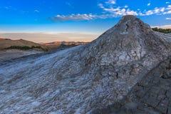 泥火山在Buzau,罗马尼亚 图库摄影