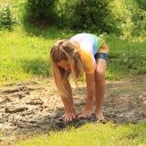 泥的讨厌的女孩 库存照片