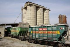水泥的运输的铁路罐车 库存图片