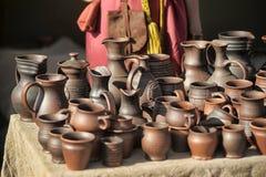 泥罐和水罐 免版税库存照片