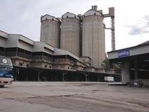 水泥罐头厂 免版税库存图片