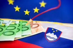 注入到斯洛文尼亚欧元里-欧洲危机 免版税图库摄影