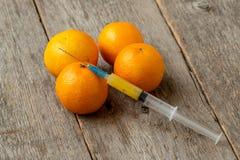 注射器和蜜桔 免版税图库摄影
