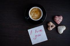 注意我爱你与咖啡和曲奇饼 免版税库存照片