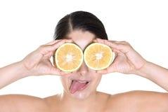 注视女孩柠檬 免版税库存照片