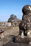 注视着在纳卡人楼梯栏杆的监护人狮子11世纪Preah Vihear寺庙复合体 库存图片