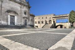维泰博广场大教堂圣劳伦斯湾和罗马教皇的宫殿 图库摄影